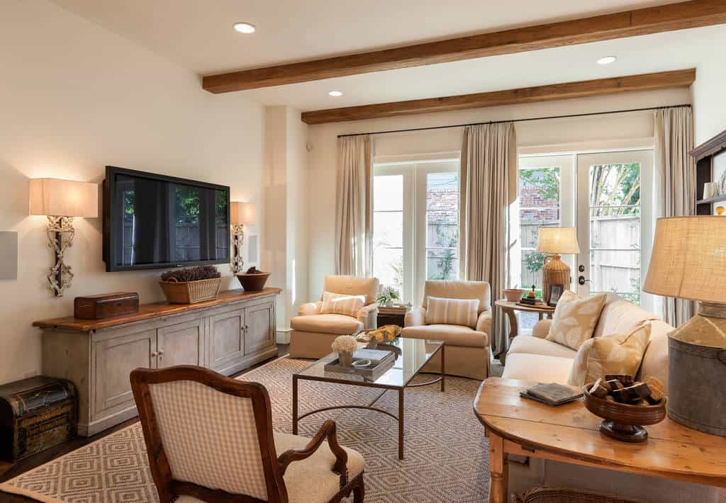 40 Rustic Living Room Ideas To Fashion Your Revamp Around: 50 Traditional Family Room Designs And Ideas