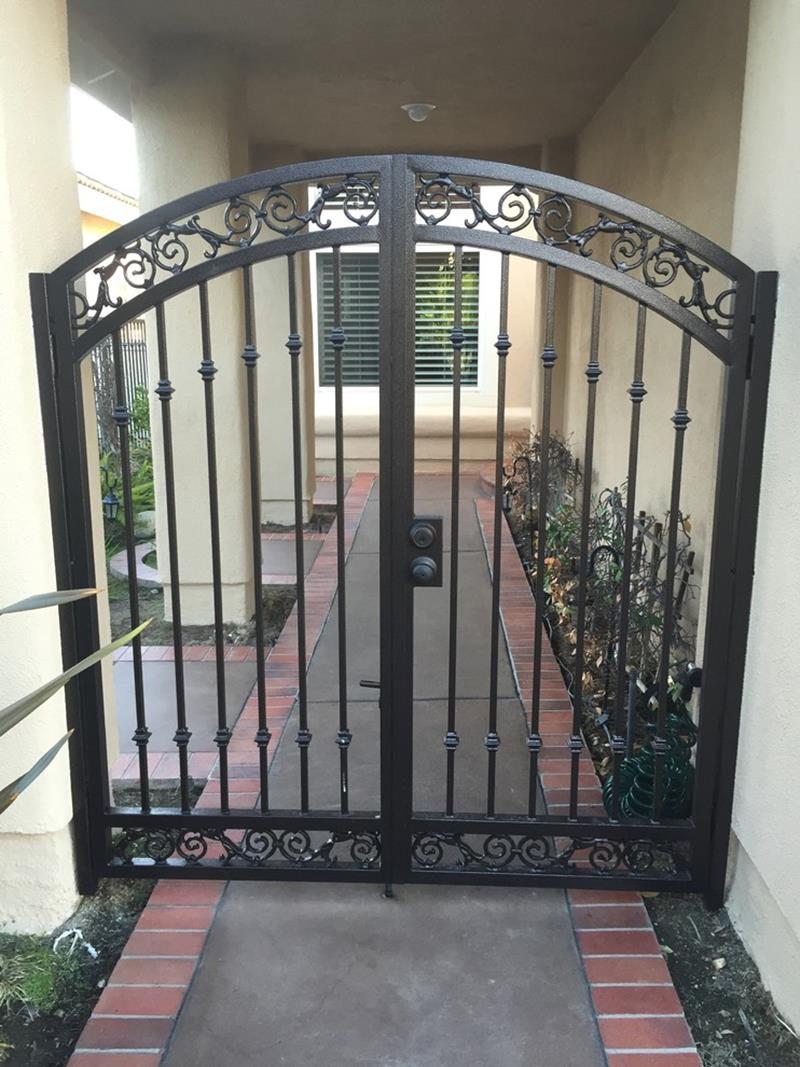 Simple Walkway Iron Fence