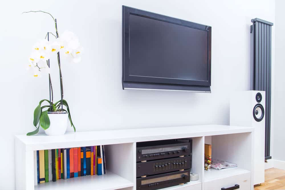 TV on the wall without cables