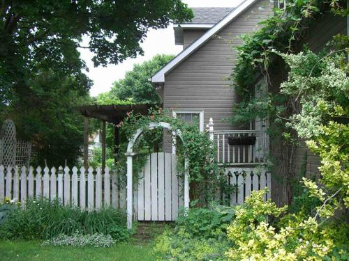10.-A-Picket-Fence-Beauty